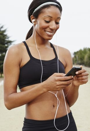 Woman-ListeningtoMusic-WorkingOut-portraitcropped