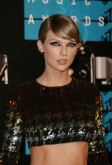 Link Buzz: Taylor Swift Wins an Emmy, Vivica A. Fox Is Going to Be on 'Empire'