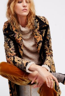 10 Thanksgiving Outfit Ideas That Let You Have Your Pie and Look Chic, Too