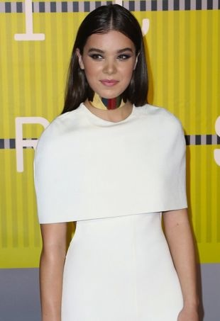 Celebrities attend 2015 MTV Video Music Awards at Microsoft Theater. Featuring: Hailee Steinfeld Where: Los Angeles, California, United States When: 30 Aug 2015 Credit: Brian To/WENN.com