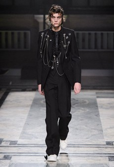 Alexander McQueen Men's Fall 2016 Runway