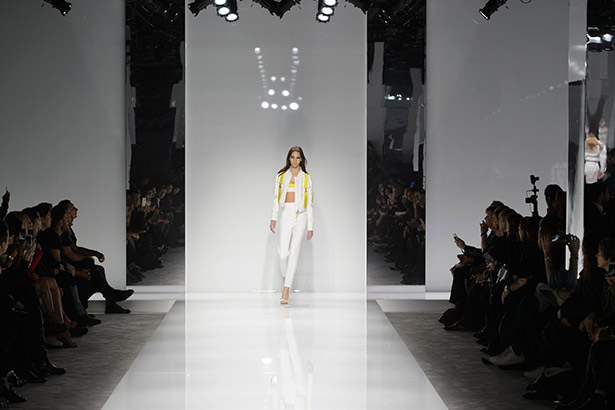 See all the Versace Haute Couture Spring 2016 looks from the runway.