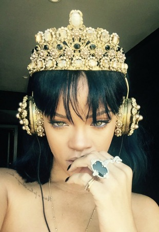 rihanna-headphones-3