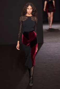 Roland Mouret Fall 2016 Runway