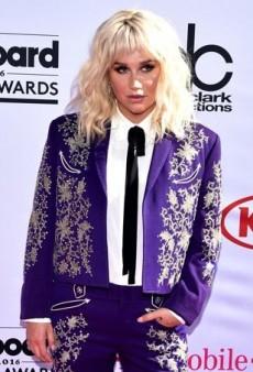 Stars Rock the 2016 Billboard Music Awards Pink Carpet