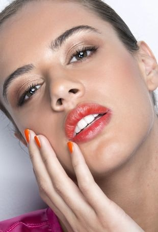 bronzed-skin-orange-lipstick-and-manicure-portraitcropped