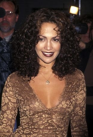 brown-lipstick-jennifer-lopez-portraitcropped
