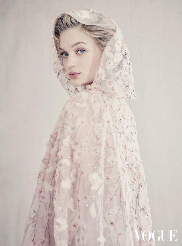 Vogue Australia August 2017 : Bella Heathcote by Paolo Roversi