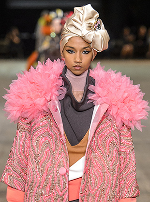 A model in a turban at Marc Jacobs Spring 2018.