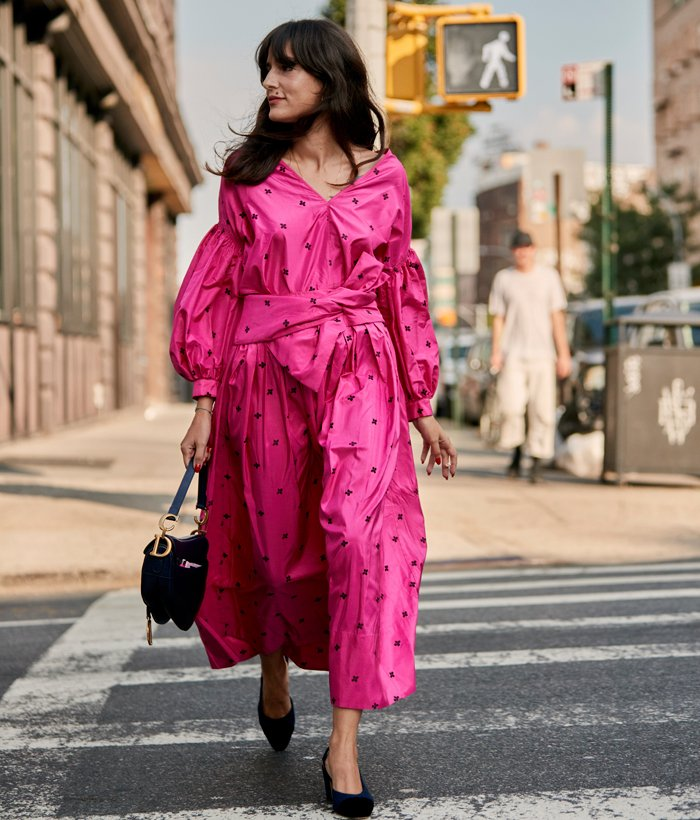 80s fashion trend: pink dress street style