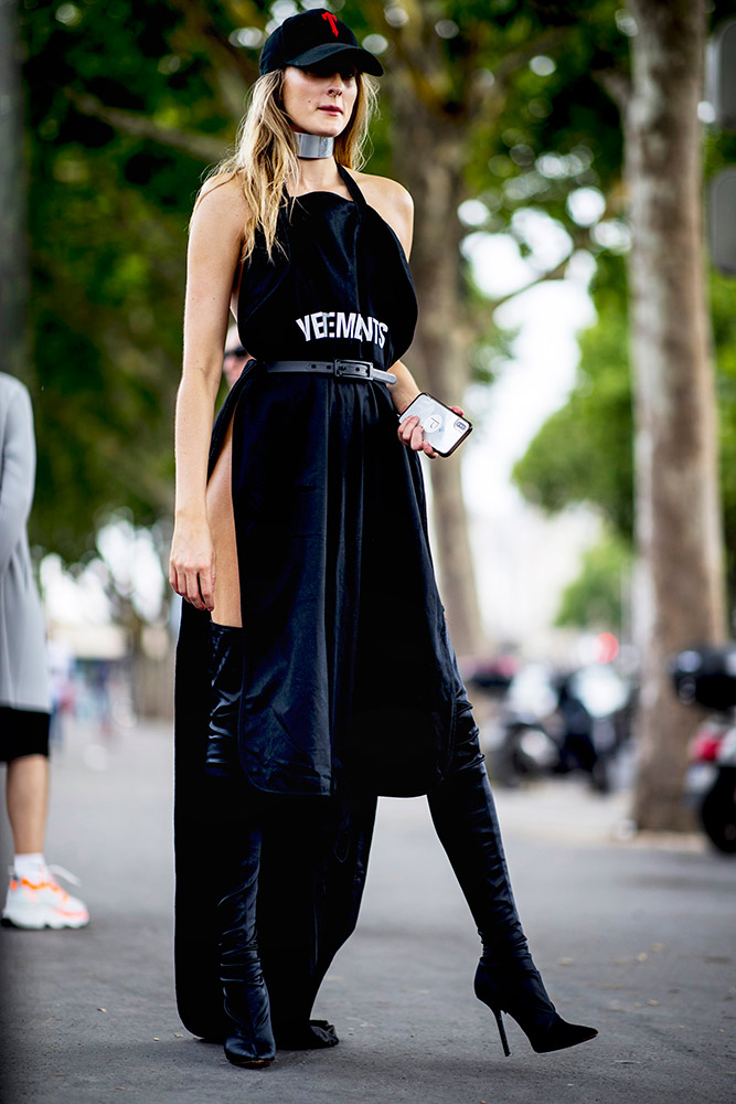 14-paris-haute-couture-fall-2018-street-style-black-velvet-dress-thigh-high-boots-baseball-cap.jpg (667×1000)
