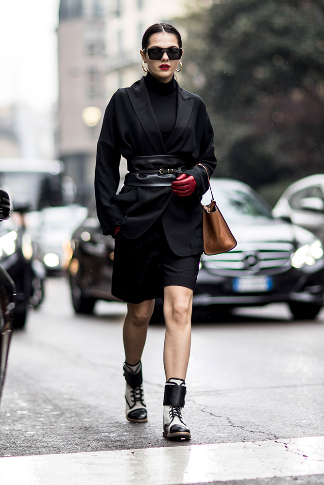 17-milan-fall-2018-street-style-belted-black-jacket-turtleneck-shirt-boxer-boots-red-gloves-lipstick-tan-bag.jpg (667×1000)