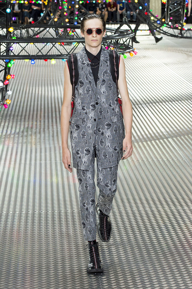 Spring 2017 fashion trends - Dior Homme Spring 2017 Runway Thefashionspot