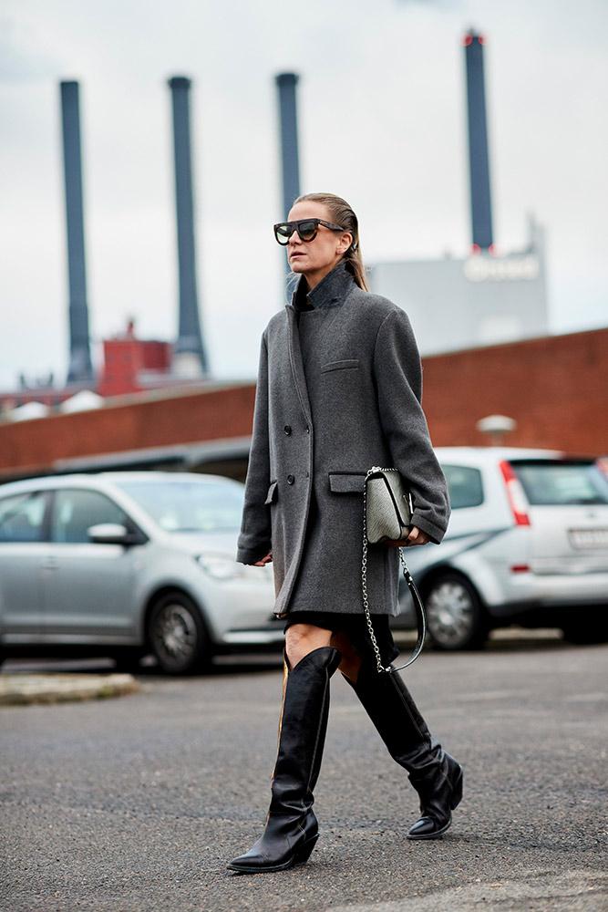 copenhagen-fall-2018-street-style-gray-coat-tall-black-cowboy-boots-sunglasses.jpg (667×1000)