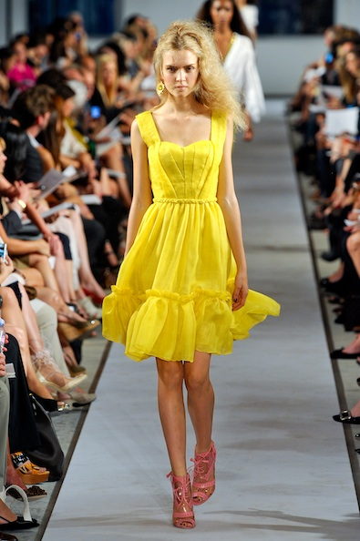 How to wear yellow dress