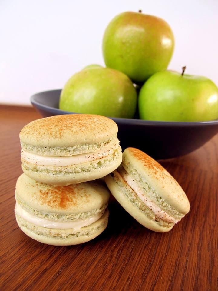 Steal: Apple Pie Macaron