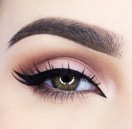 http://cdn1-www.thefashionspot.com/assets/uploads/gallery/tb-8-ways-to-wing-your-eyeliner/01-double-ways-to-wing-your-eyeliner.jpg