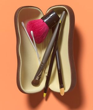 Put makeup brushes inside your sunglasses case