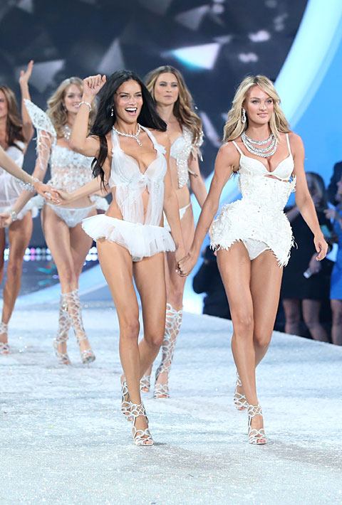 Adriana, Behati, Candice and Co. at the finale.