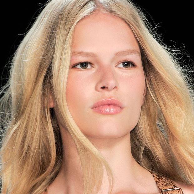 Summer\u0027s Natural Makeup Look with bareSkin Foundation