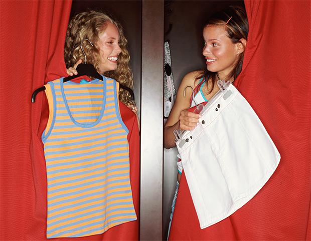 teenagers girls shopping 90s