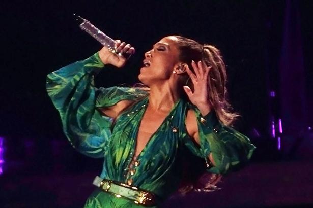 Jennifer Lopez Versace concert