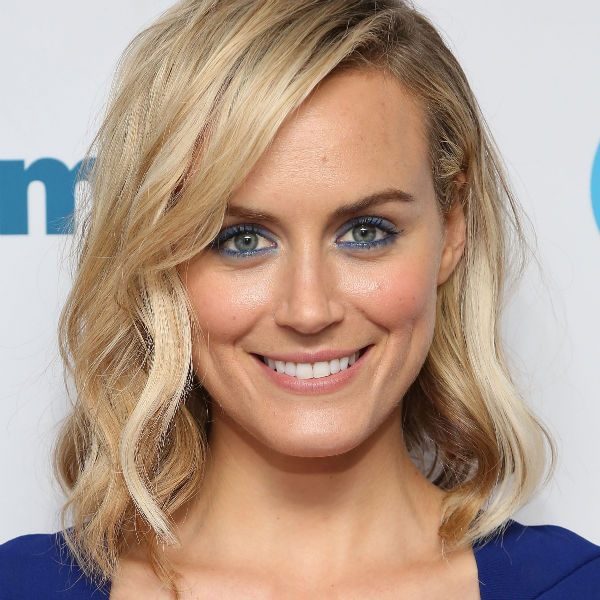 Get Taylor Schilling S Blue Steel Makeup Look At Home