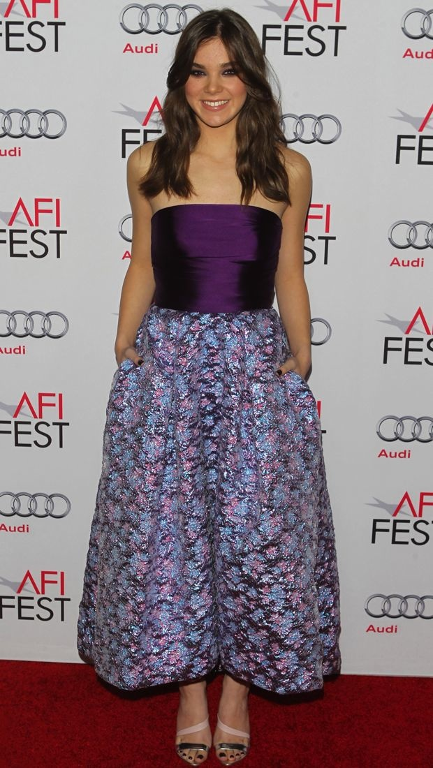 Hailee Steinfeld in a purple Monique Lhuillier Spring 2015 dress