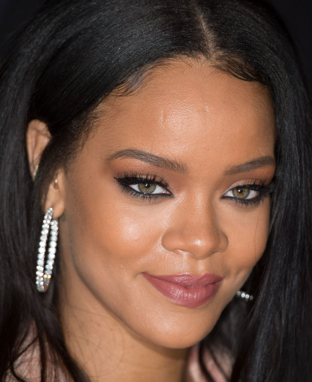 Rihanna Goes For Kohl Lined Eyes At Karl Lagerfeld S Fendi
