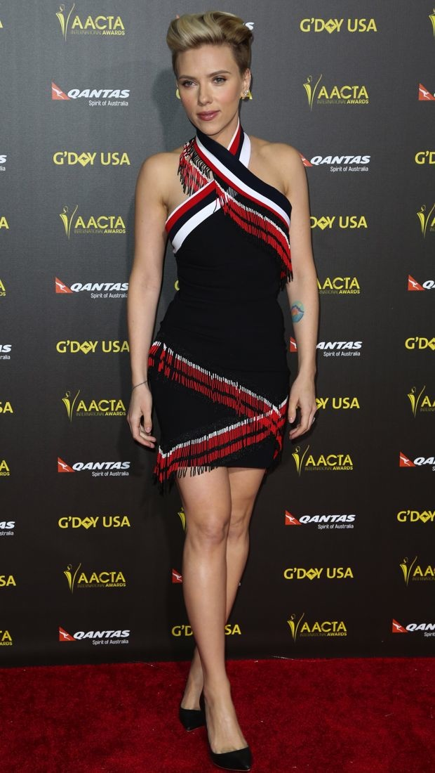 Scarlett Johansson wears a tricolor Preen dress to the 2015 G'Day USA Gala