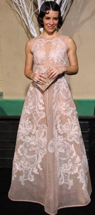 Evangeline Lilly in a blush Alberta Ferretti gown at the Hobbit premiere