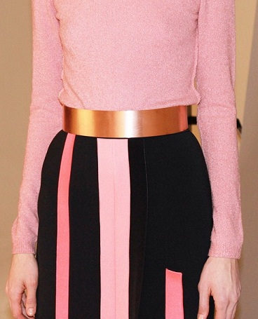 Close up of an outfit from Roksanda Ilincic Pre fall 15