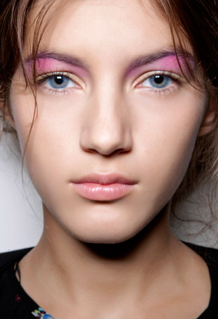 how-to-wear-pastel-makeup