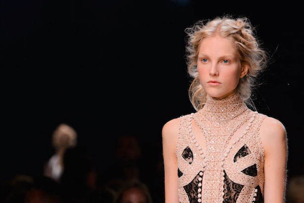 Hair Stitching at Alexander McQueen Spring 2016 Show - theFashionSpot
