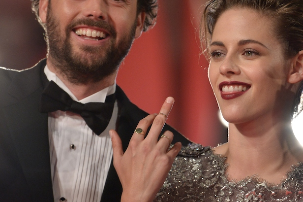 Kristen Stewart rude finger