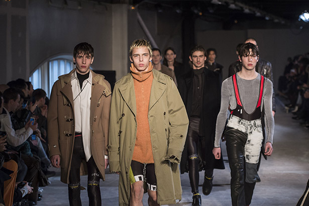 See all the Maison Margiela Men's Fall 2016 looks from the runway.