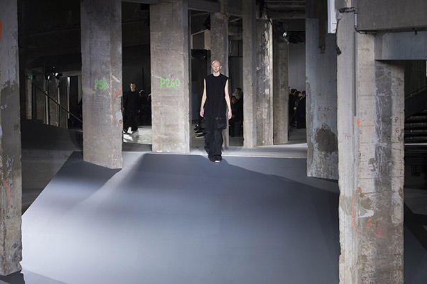 See all the Rick Owens Men's Fall 2016 looks from the runway.