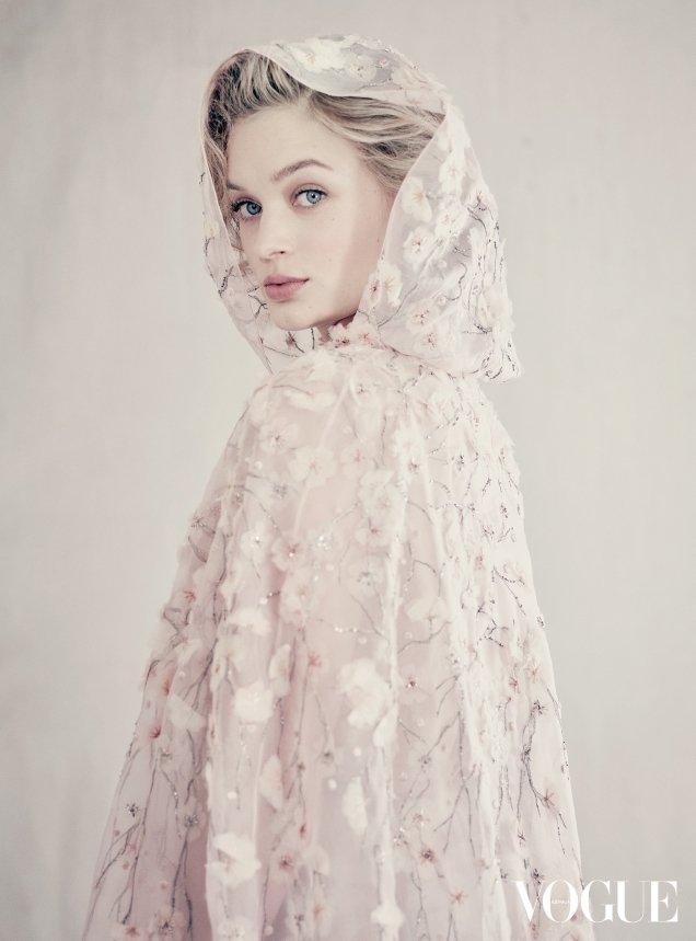 Vogue Australia August 2017 : Bella Heathcote by Paolo Roversi