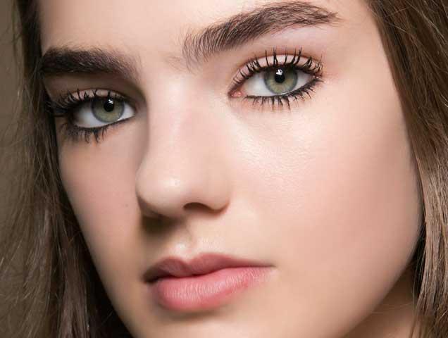 Model wearing eyeliner, Dior Spring 2018 runway
