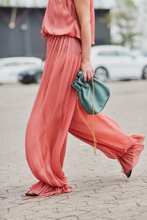 street style: drawstring bag