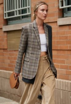 Khakis Are the Fashion Girl Way to Kick Off Your Fall Wardrobe