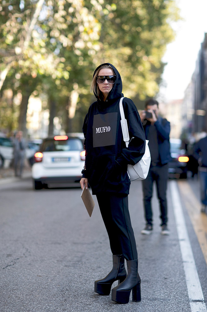 f508ef6c2444 15 Fashion Girl-Approved Hoodie Outfits - theFashionSpot