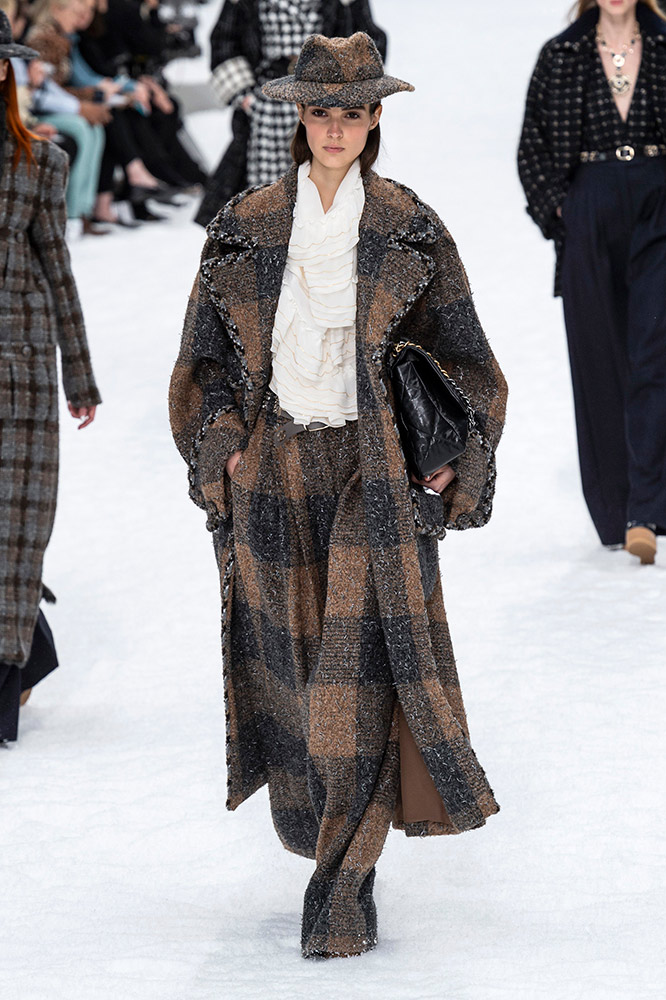 d6fa35e177 See Every Look From the Chanel Fall 2019 Runway, Karl Lagerfeld's Final  Collection