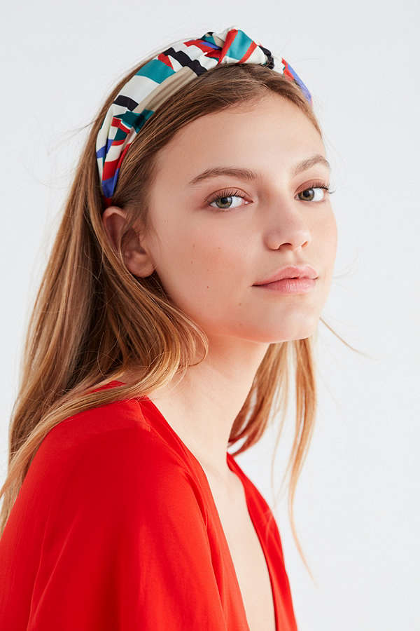 Headbands Are Back  Here s How to Wear One Like an Adult ... c19c2386d7d