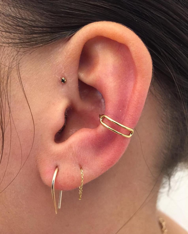 e209de63ae7ba 16 Ways to Wear Multiple Earrings Like a Pro (aka Zoë Kravitz ...