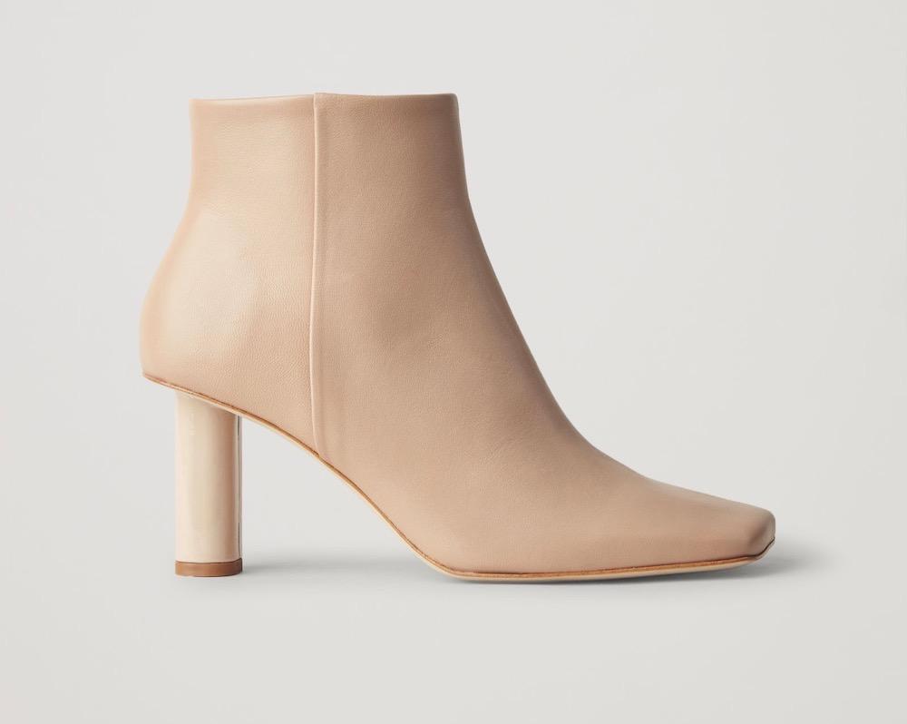 اطلالاتك الخريفية 2020 COS-Square-Toe-Leather-Ankle-Boots.jpg