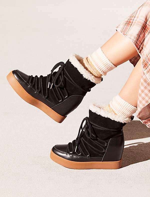 5a2b55a6aeb 16 Best Women s Snow Boots You Won t Mind Wearing (at All ...