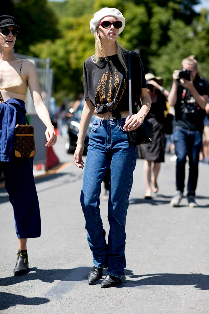 e5257a9e7be2 Ways to Style Your Vintage T-Shirts That Aren't Worn Out ...